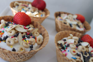 yogurt sundaes | polka dots and picket fences