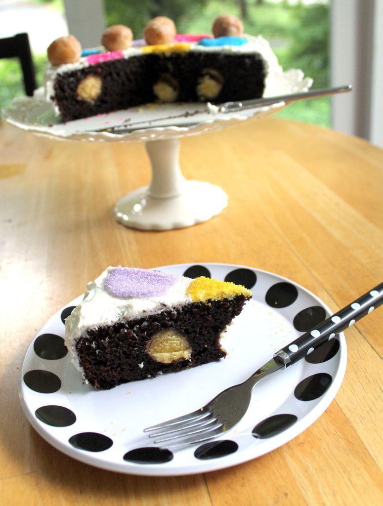 polka dots doughnut hole cake | polka dots and picket fences