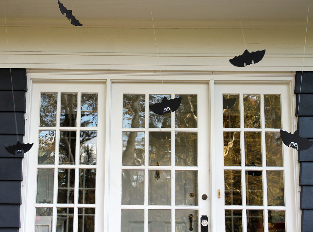 halloween front door decor | polka dots and picket fences