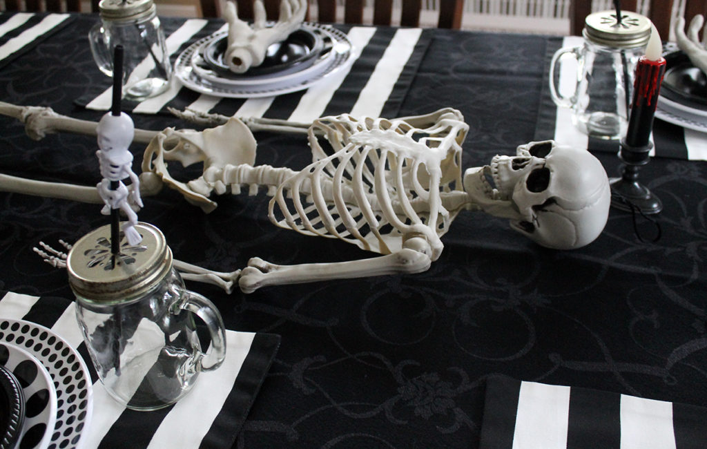 spooktacular halloween table | polka dots and picket fences