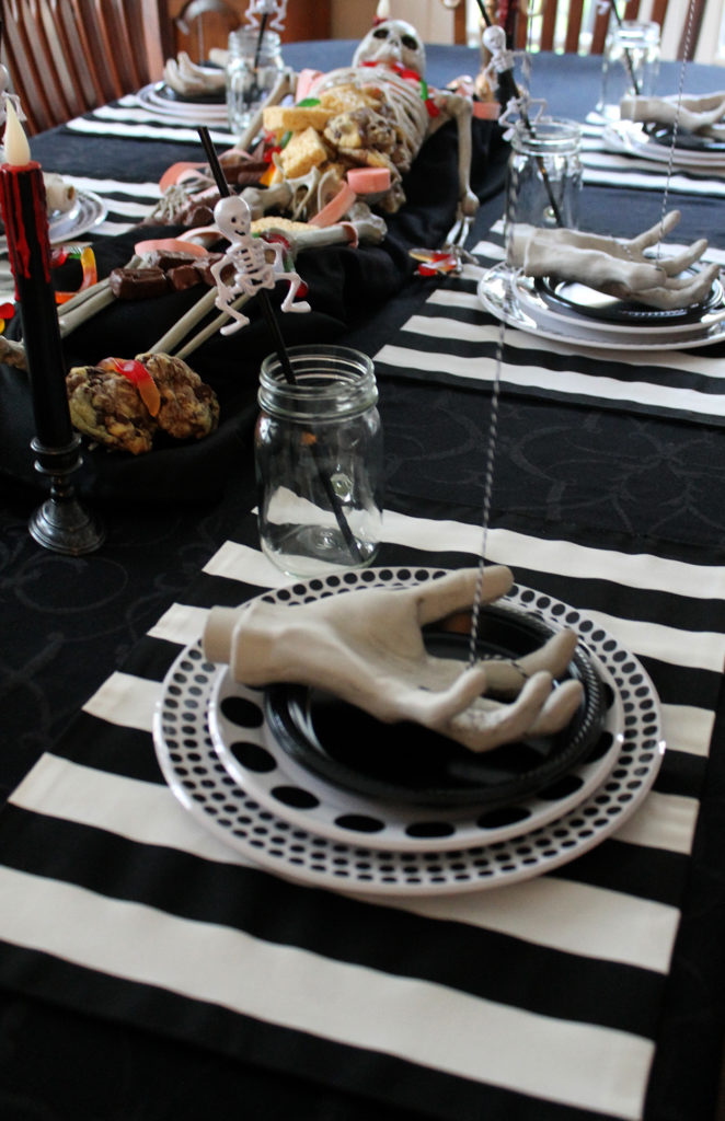 spoktacular halloween table | polka dots and picket fences