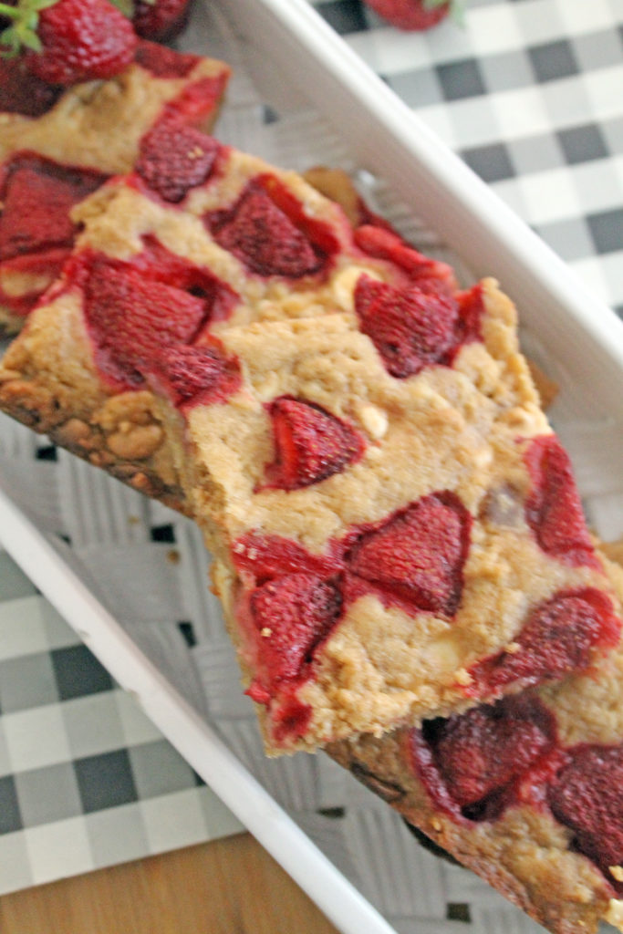 strawberry blondies | polka dots and picket fences