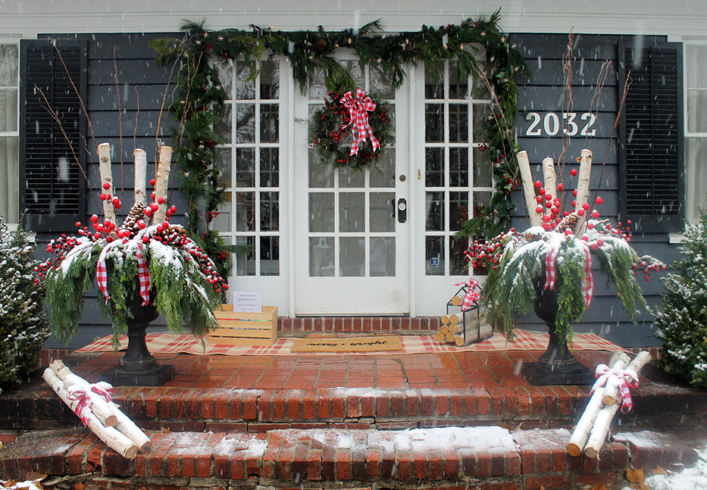 holiday front door decor | polka dots and picket fences