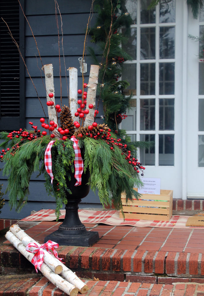 front door holiday decorations | polka dots and picket fences